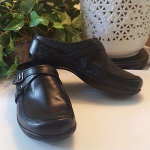 NWOB Easy Spirit black shoes sz 9